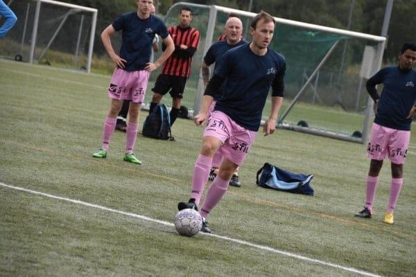 Elitelag (fotball) med Stil-logo på shortsen.